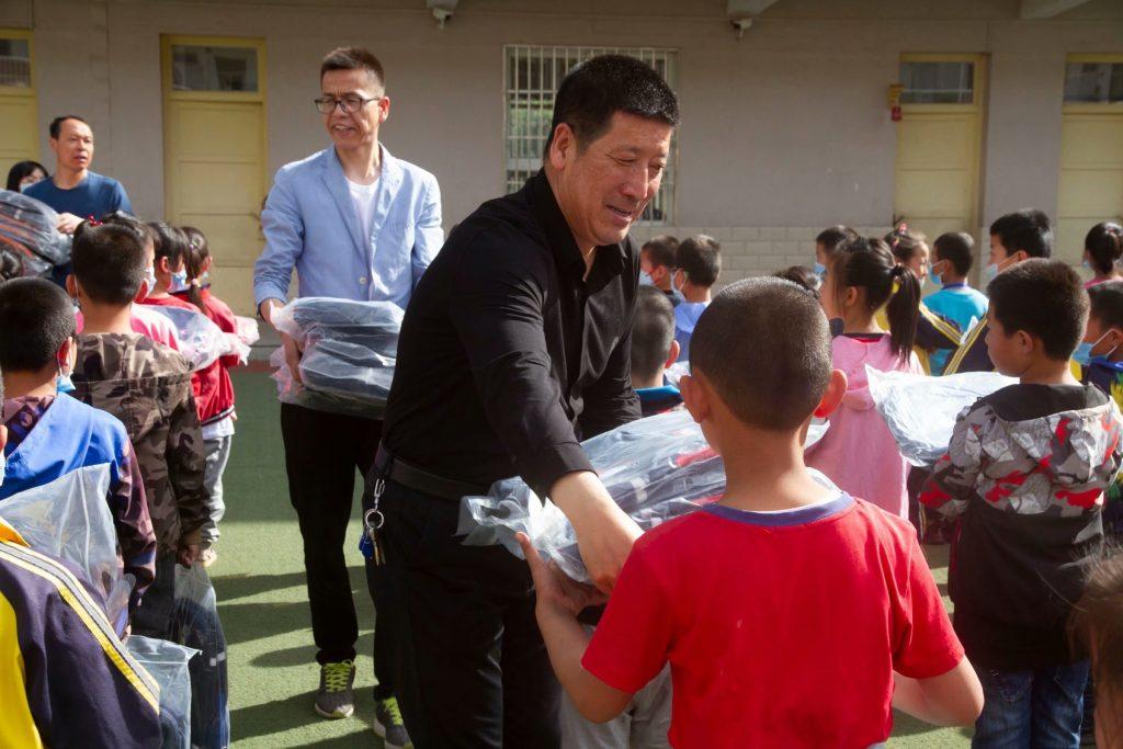 《凝聚社会之力 关爱少年儿童》安塞慈善协会、安塞翔云文化传媒爱心助学活动