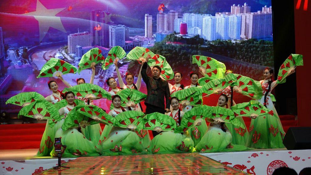 """""""两区一县""""共建共享文化交流暨2021元旦晚会在安塞区西营信天游大舞台精彩上演"""